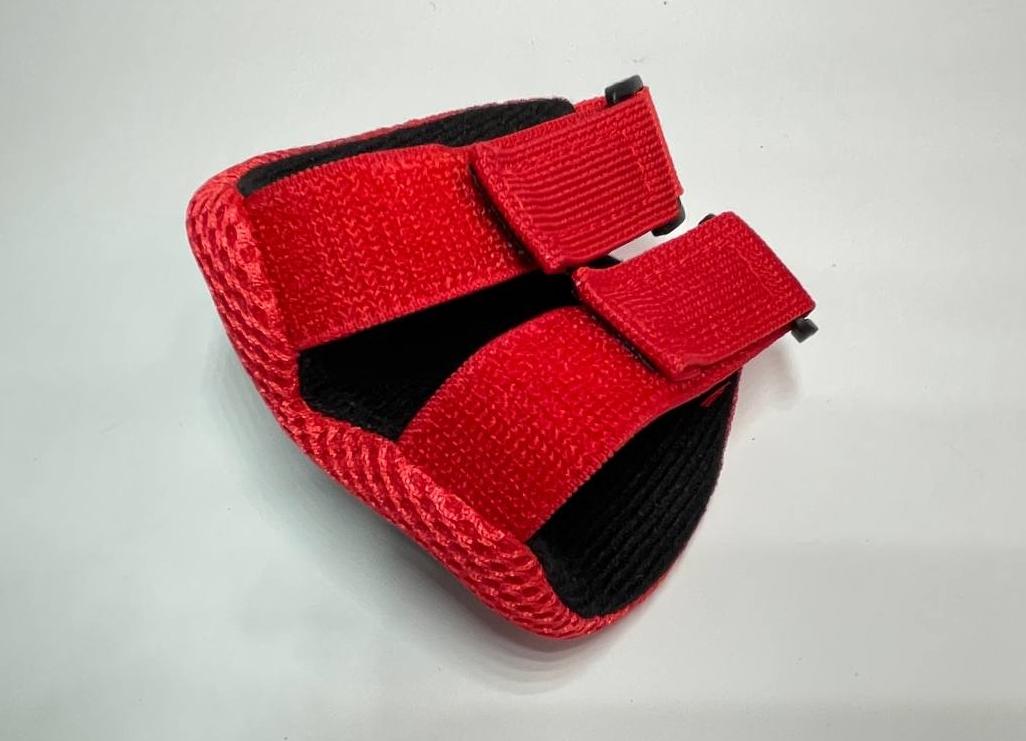 Набір захисної екіпіровки дитячий з шоломом червоний